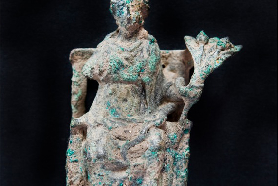 Bronze figurine of the Roman goddess Ceres.