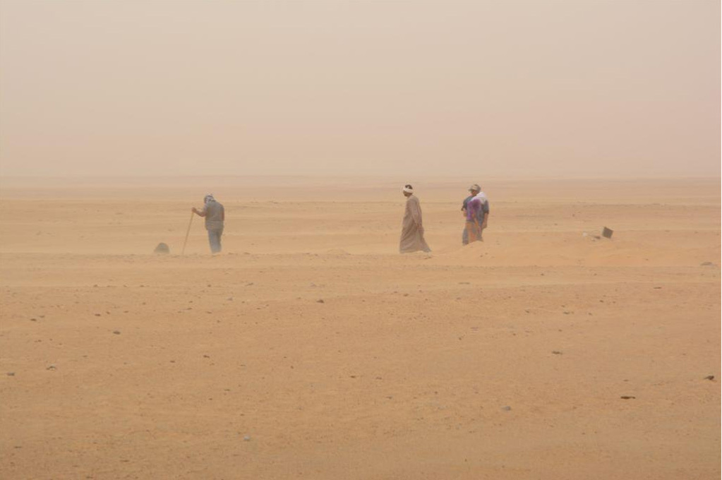 Gebel Ramlah: Research in the settlement during a sandstorm. Photo by R. Kenig.