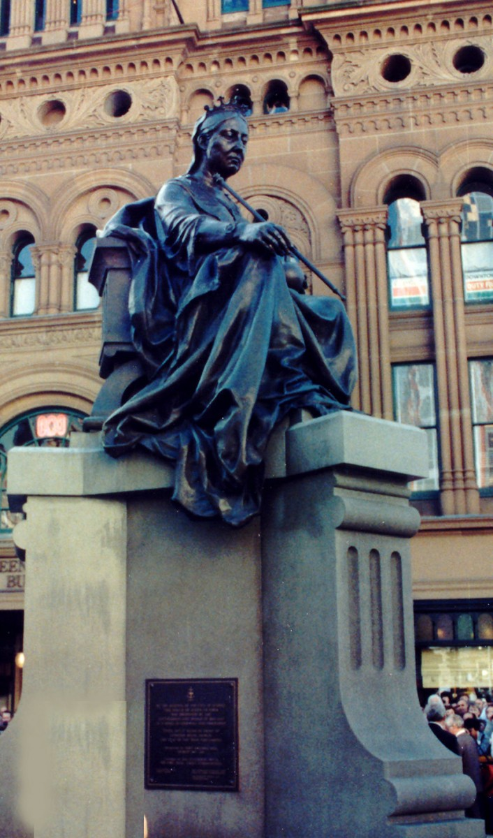 Fig. 10. The statue of Queen Victoria in front of the Queen Victoria Building in Sydney.