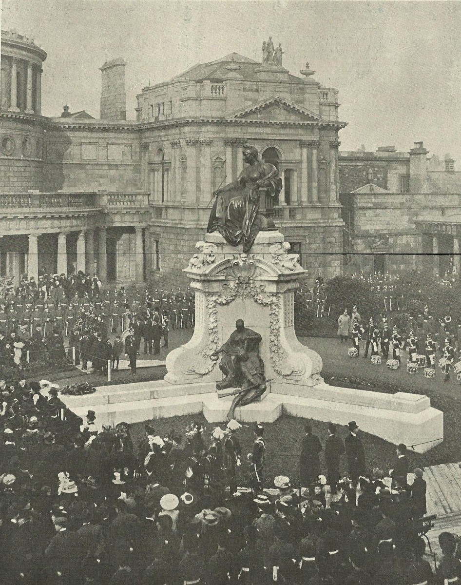 Fig. 3. The monument's unveiling took place on 15th February 1908. The ceremony ended with a parade of 1,000 soldiers.