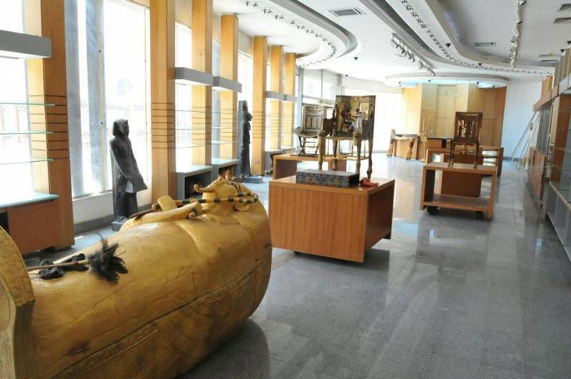 Some pharanonic replicas on display in the Antiquity Ministry's first exhibition of replicas. Photo Credit: Egypt Independent.