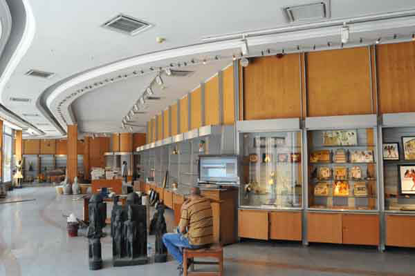 Preparation for the replica exhibition. PHoto Credit: Ahram Online.