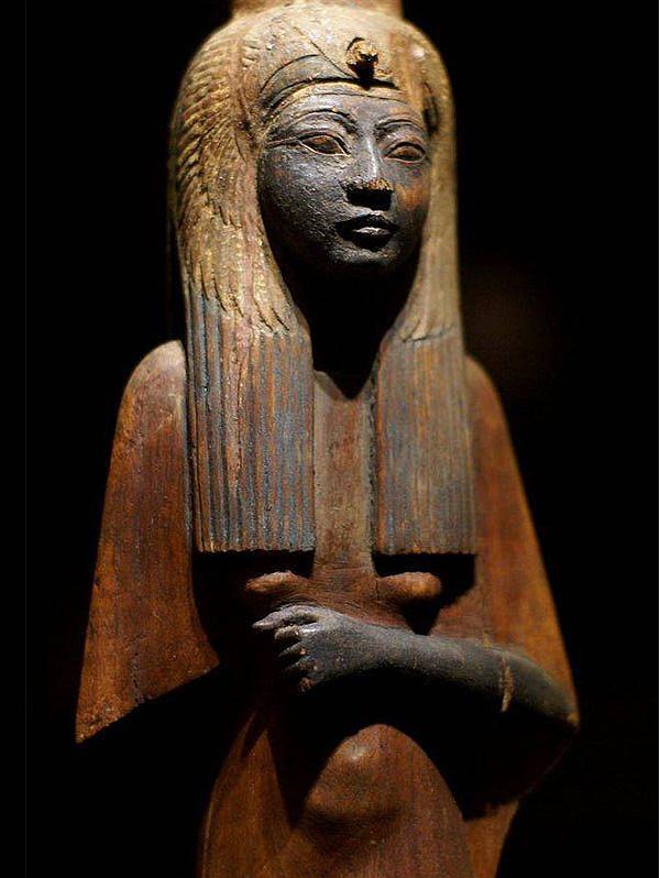 Queen Ahmose Nefertari (collection: Museo Egizio, photo: Heidemarie Niemann, Mainz, Germany)