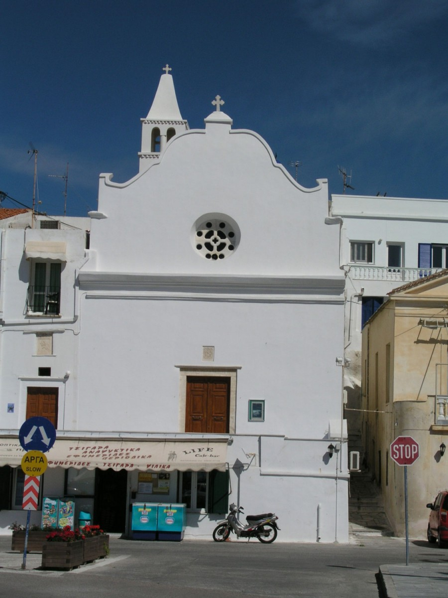 Fig. 2. Tinos Chora, monastery of Saint Antony of Padua. Typical Italian Baroque façade (photograph D. Roubien).