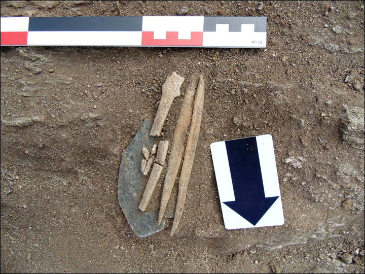 A jade knife was found near the woman, but archaeologists do not know what was its purpose. Photo Credit: Dmitry Kichigin/The Siberian Times.