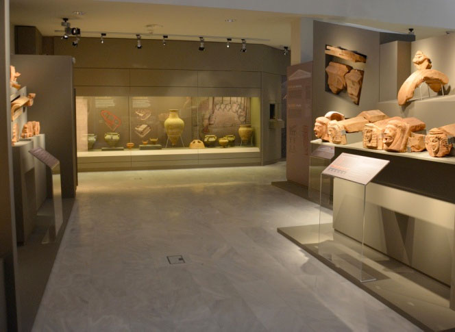 View of the permanent exhibition at the Archaeological Museum of Thermo.