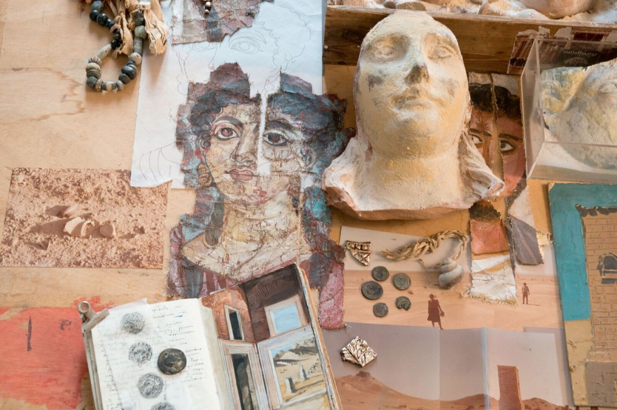 Installation by the well-known painter Alecos Levidis, hosted in the hall of Roman antiquities  of the Benaki Museum.
