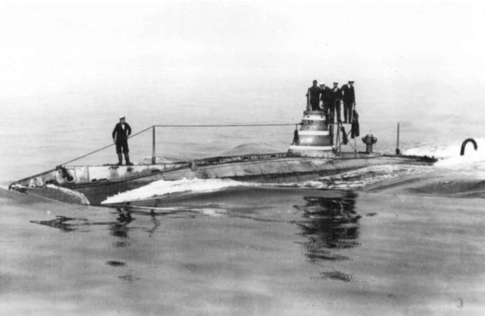 Sailors standing on the A3 submarine.