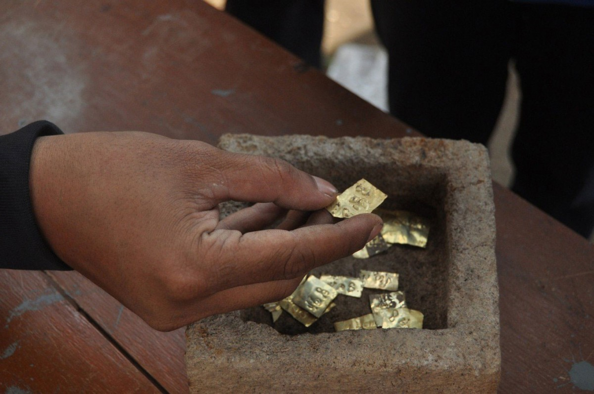 Ancient gold plates found in a stone box in Ringinlarik village in Musuk district, Boyolali. (JP/Ganug Nugroho Adi)