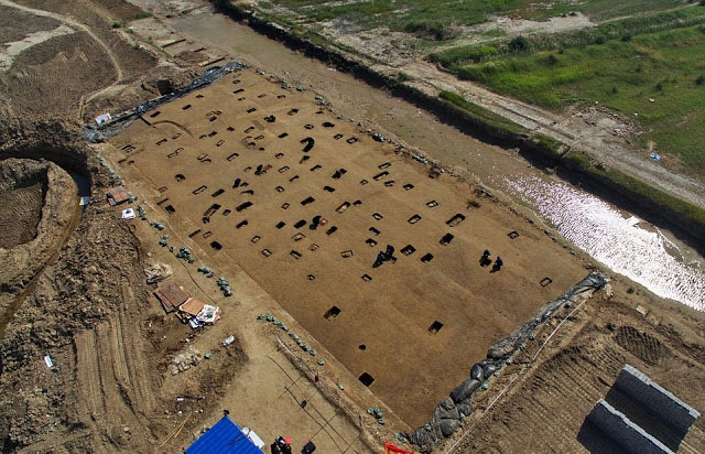 Zhang Baogang, the head of the Huanghua Museum, said only part of the tomb site had been excavated  and more adult remains could be discovered. [Credit: Xinhua/Yang Shiyao/TANN.