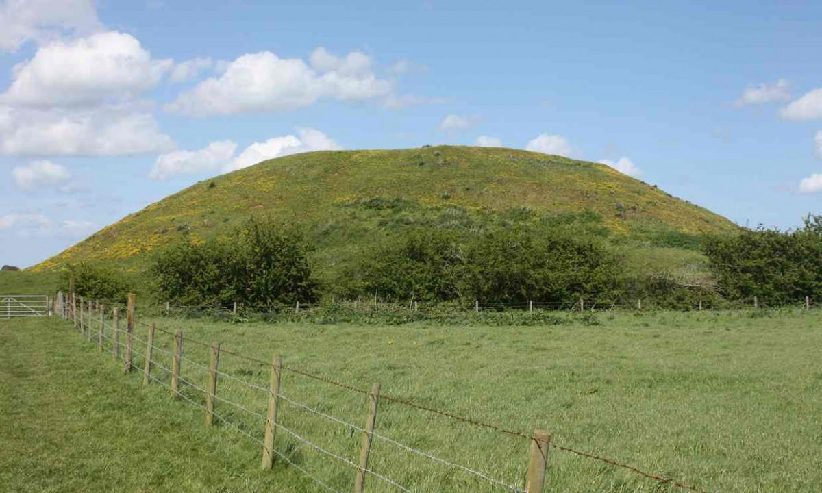 Skipsea mound in the East Riding of Yorkshire. Photo Credit: University of Reading/The Guardian.