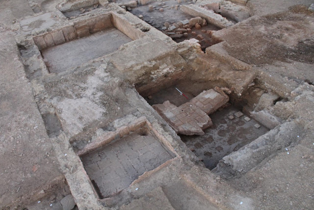 On the left, the pediluvium (foot bath), right, the warm pool with the remains of the suspensura (suspended floor),  back, the cold pool and the caldarium. Credit: © Bastien Simier, Inrap