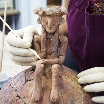 "3,800-year-old ""thinker"" attached to a pot unearthed in Yehud"