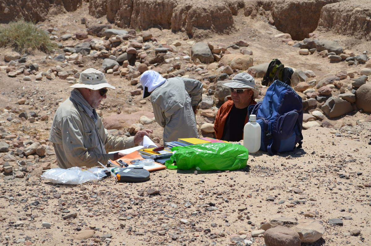Professor David Gilbertson, UW student Manual Arab and Dr. Keith Haylock examine upper sections at Tell Wadi Faynan. Credit: Sue Haylock, Barqa Landscape Project
