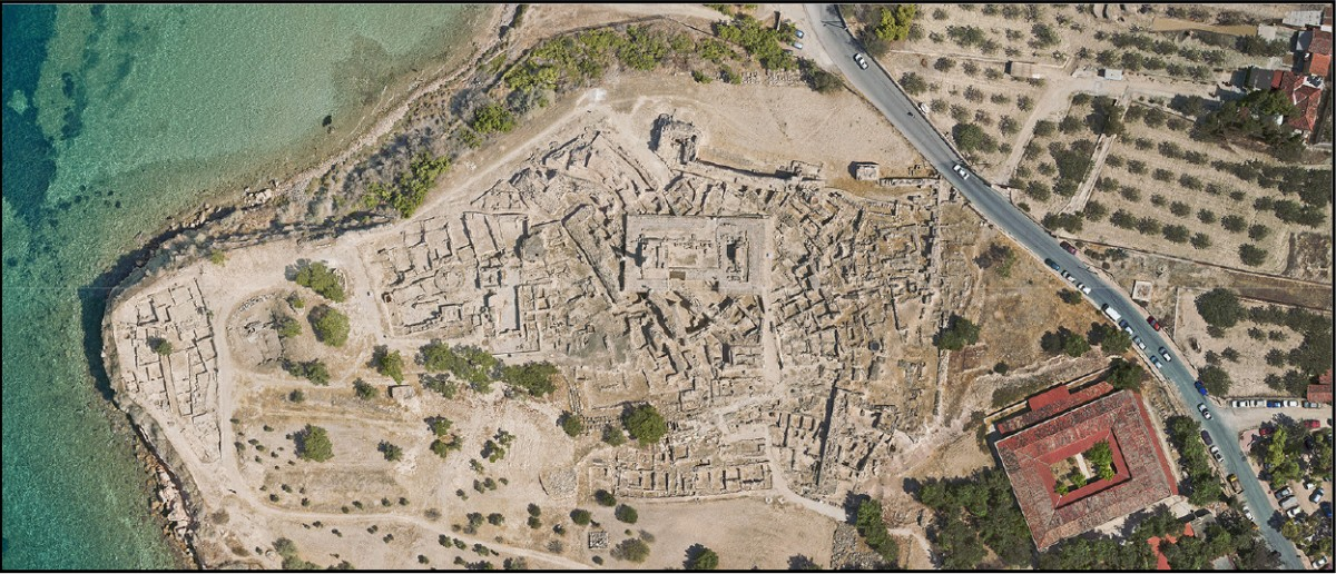 Aerial view of the site of Kolonna.