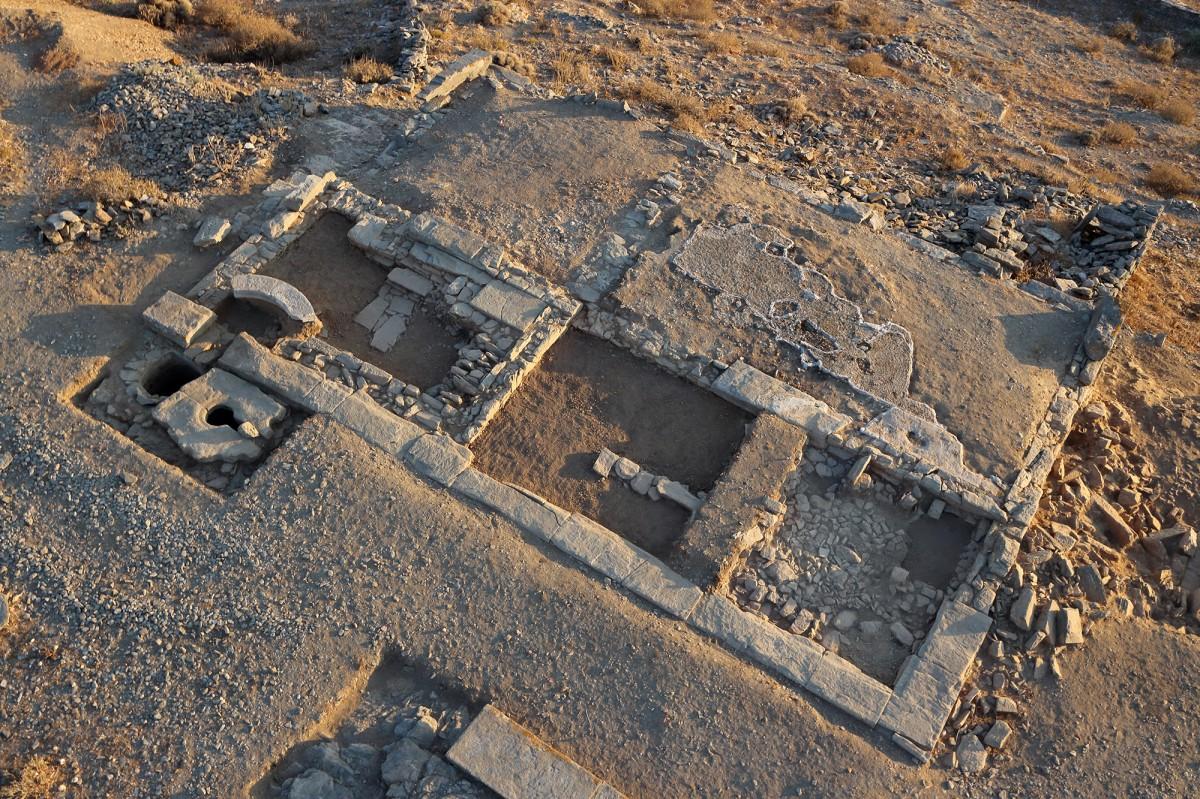 Building 1 (Asklipieion) and the cistern (Photo: K. Xenikakis – S. Gesafidis, 2016).
