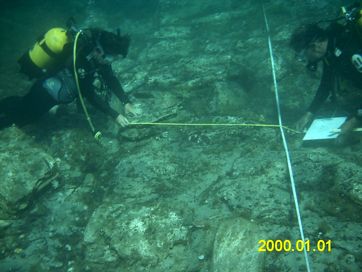Kythnos, underwater excavations. Mapping architectural remains on the sea bed.