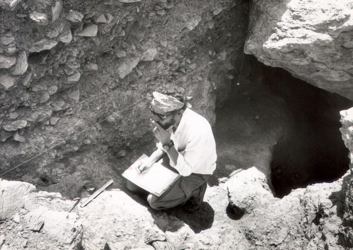 The late 1980s. Alexandros Mazarakis Ainian excavating the Geometric sanctuary in Minoa, Amorgos, under the supervision of Lila Marangou.