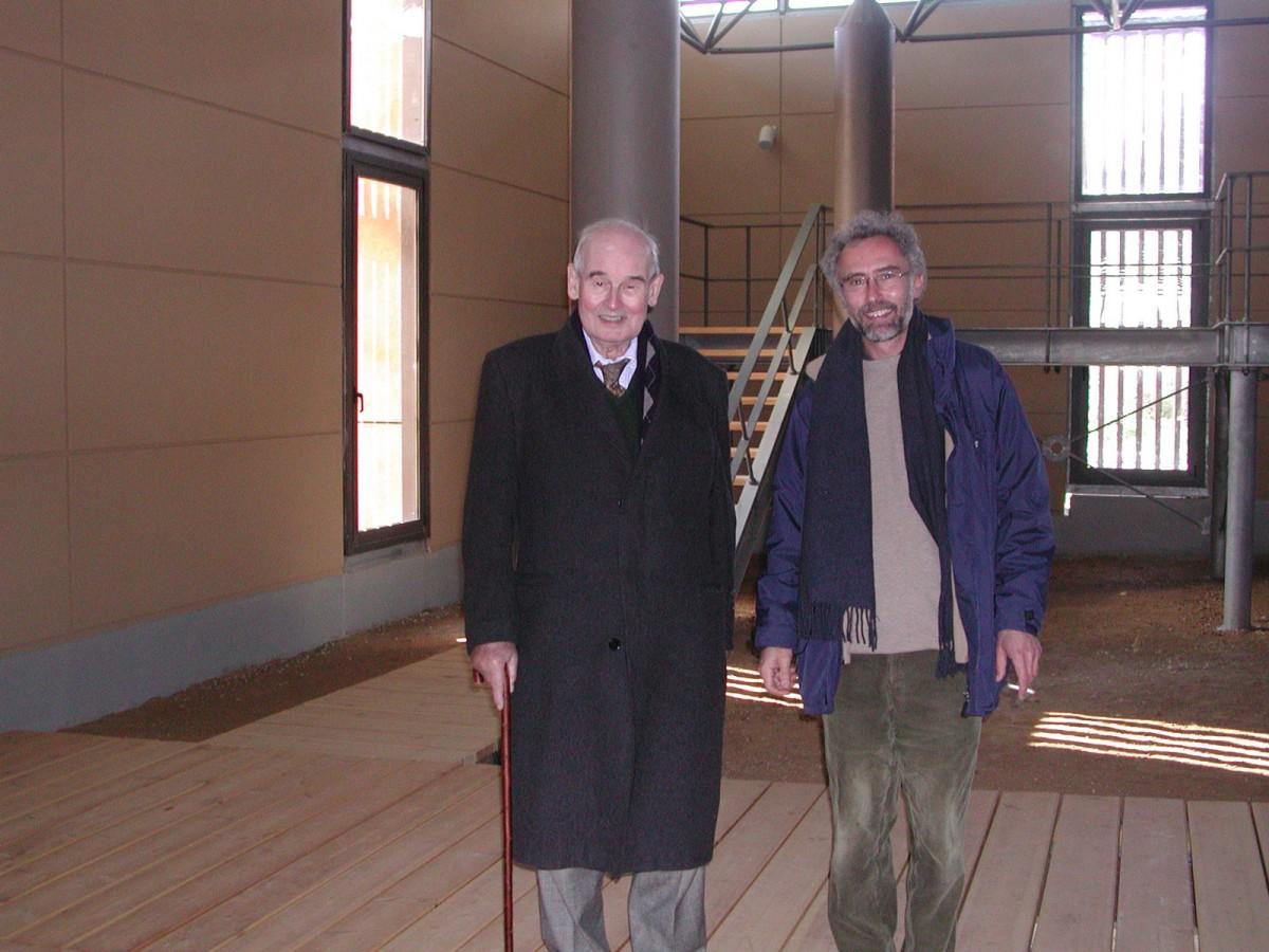 At Marathon in 2007, Alexandros Mazarakis Ainian with his professor Nicolas Coldstream (photo: Vicky Vlachou).