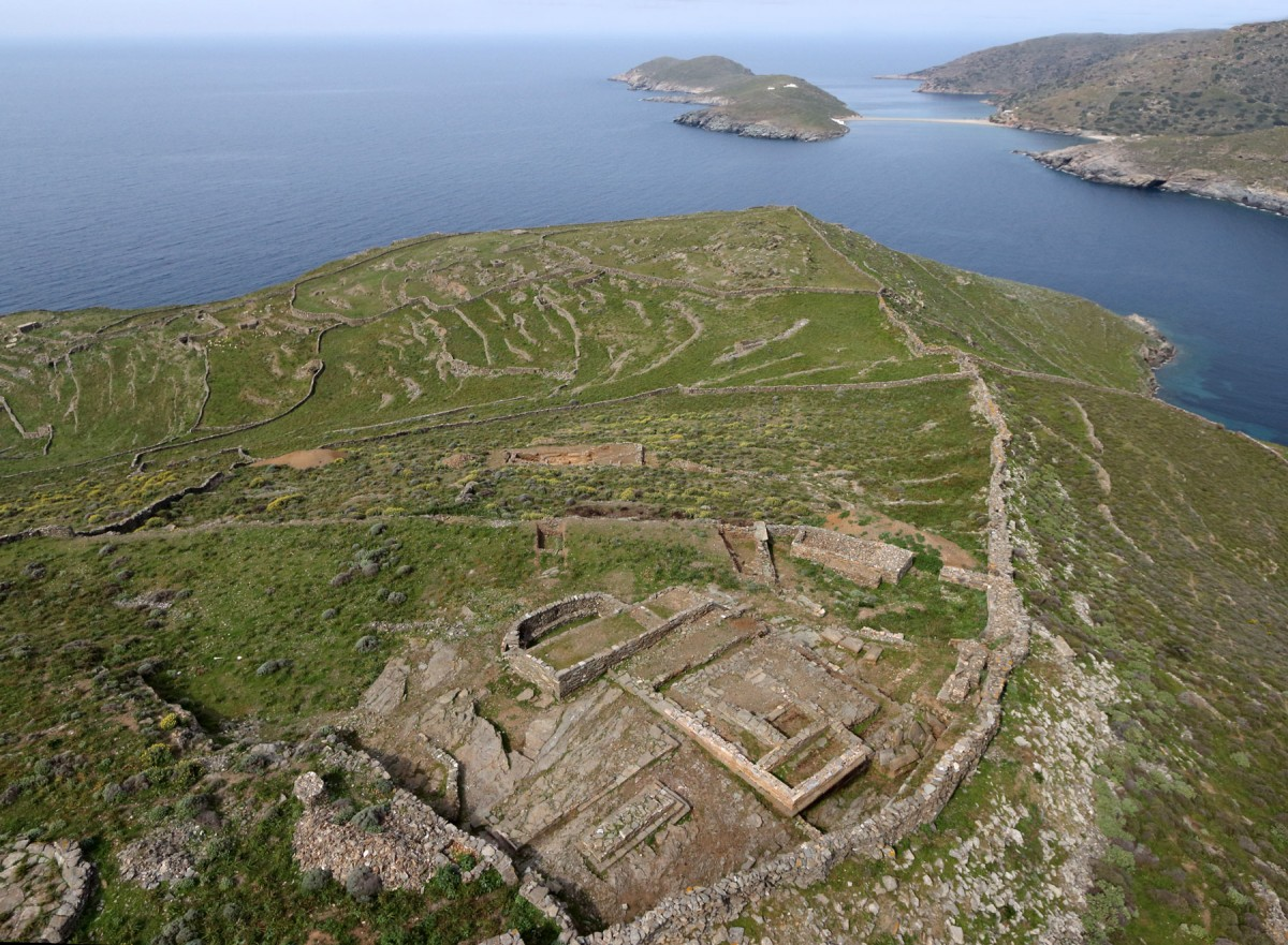 Aerial photograph of the excavation area in the ancient town of Kythnos, 2014 (photo: Kostas Xenitakis - Simeon Gesafides).