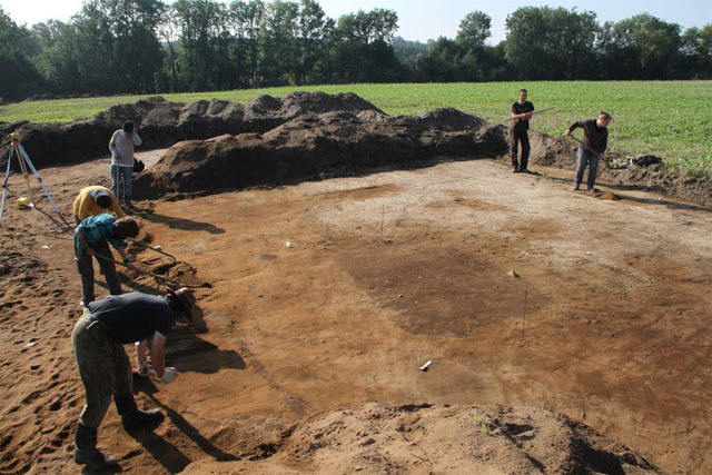 Archaeologists at work on the site. Credit: Bartosz Świątkowski