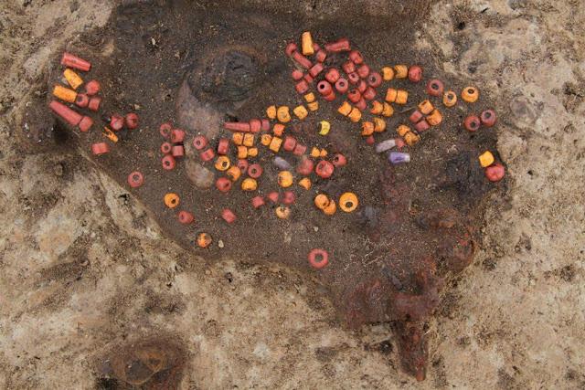 Necklace made of nearly 140 beads, including 5 amethyst beads. Credit: Bartosz Świątkowski