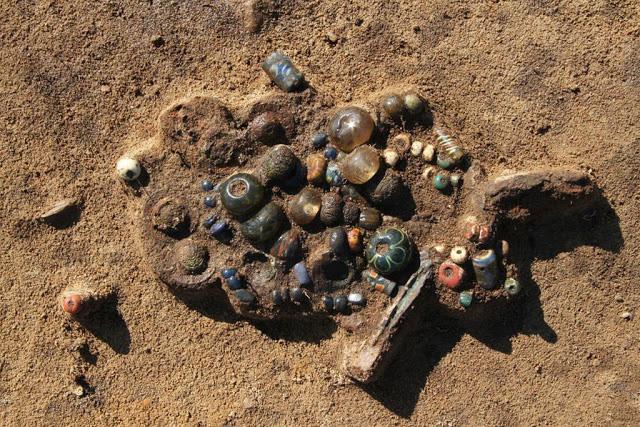 Necklace made of glass beads, bronze pendants and rock crystal beads. Credit: Bartosz Świątkowski
