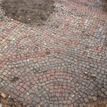 Roman house with ornate mosaic and hypocaust discovered in Leicester
