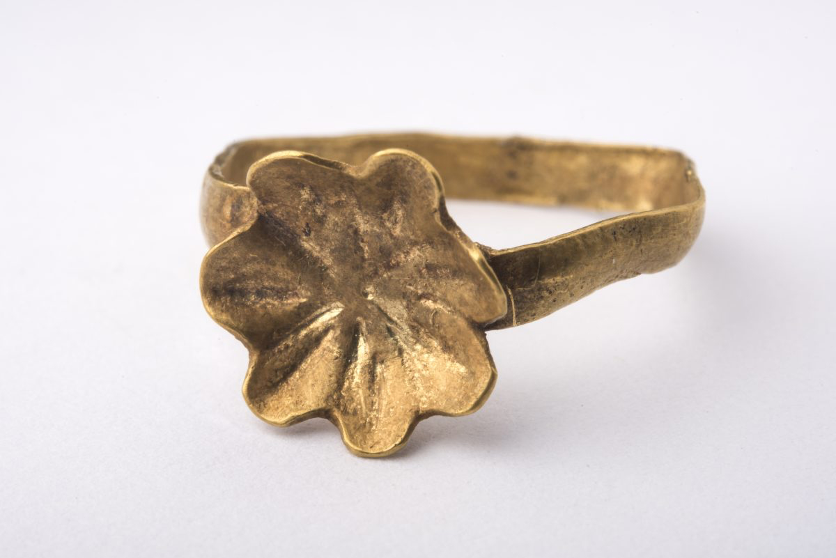 Fig. 6. Flower shaped gold ring, burial gift. 1700-1600 BC, Orchomenos. Thebes Archaeological Museum.