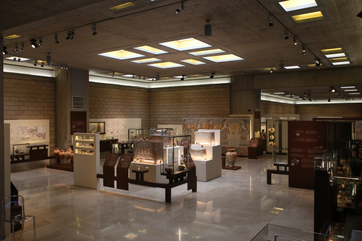 Fig. 7. Thebes Archaeological Museum. Section 5: Period of Mycenaean palaces.
