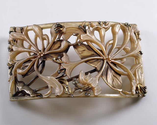 Lucien Gaillard, piece of jewellery (c. 1900). Photo credit: Badisches Landesmuseum Karlsruhe.