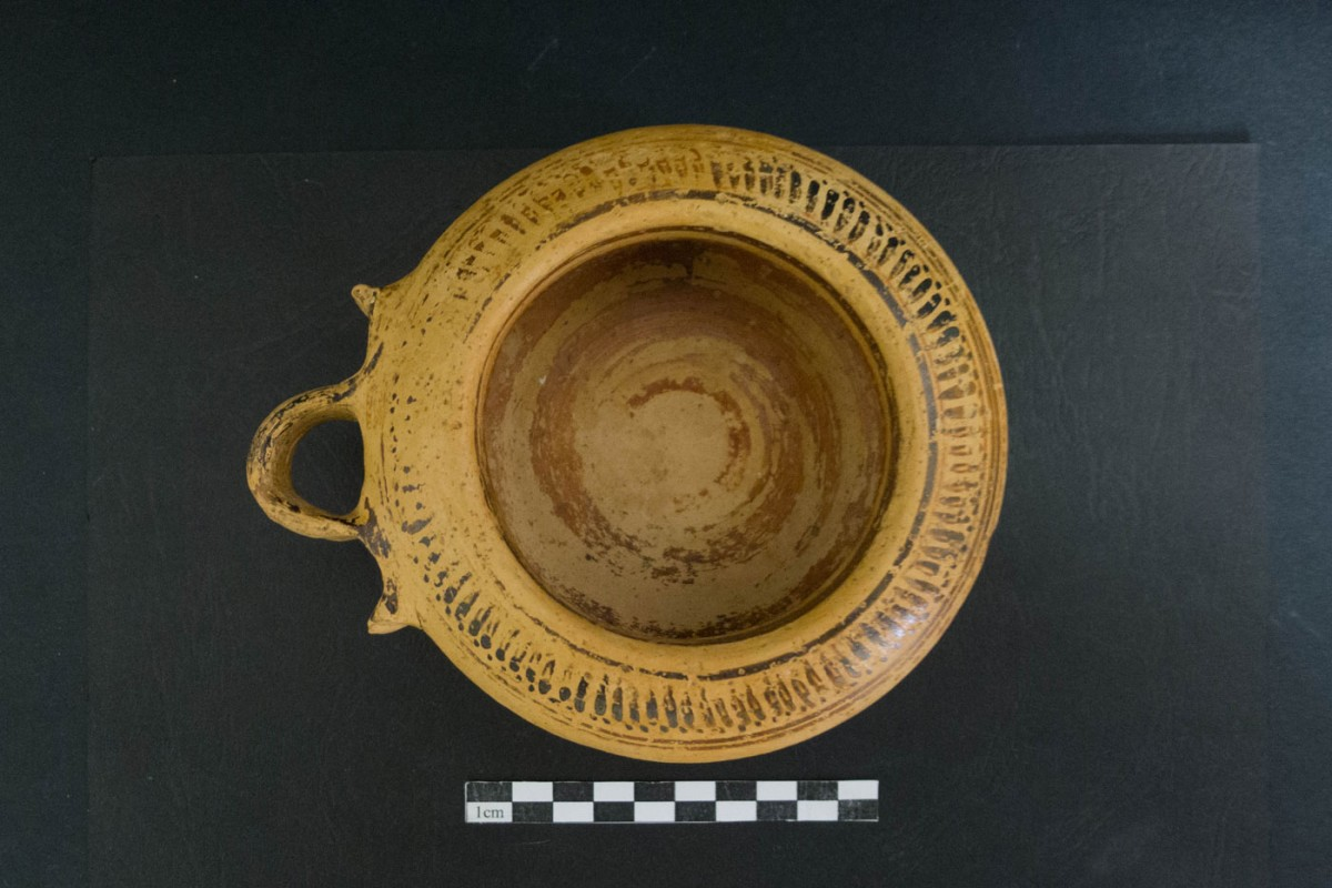 A Corinthian exaleiptron (a vase for ointments). Photo credit: Ephorate of Antiquities of Florina.