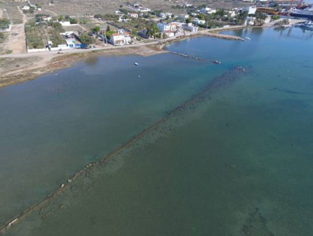 Long wall (arm), of 160m length, at the NW part of the Ambelaki Bay (Aerial photograph by V. Mentogiannis).