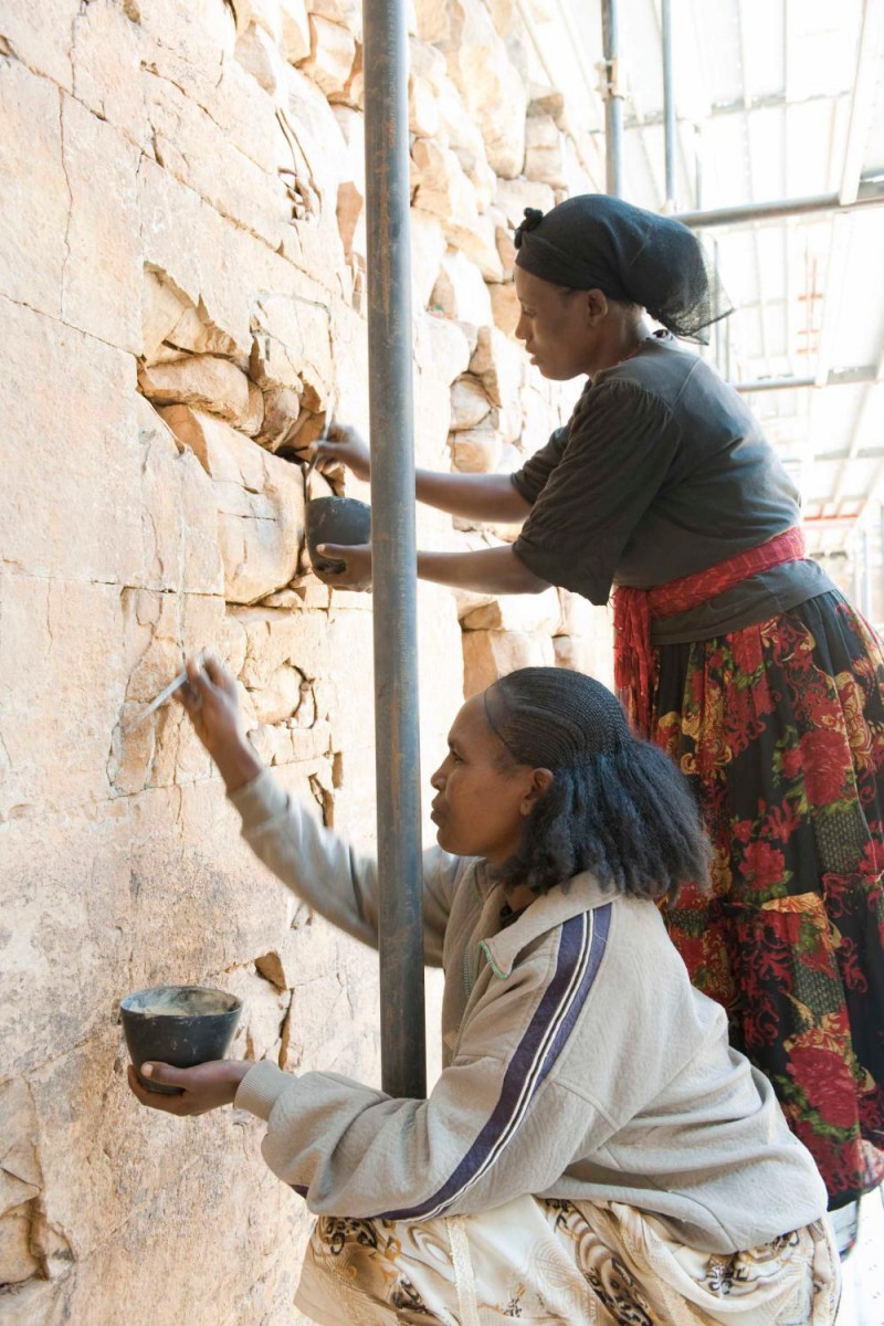 Conservation works at the walls of the Great Temple. Author: I. Wagner. Copyright: DAI, Orient-Abteilung. CC-BY-NC-ND