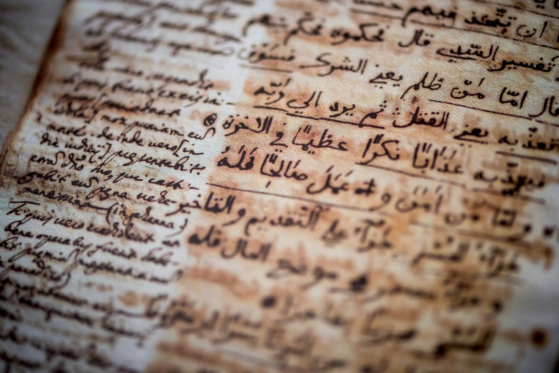 The Latin translation next to the Arabic text helps represent the grammar and contents structure of the original  better than a direct German translation would have done [Credit: © RUB, Damian Gorczany]