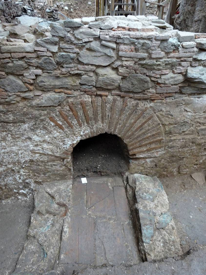 Vaulted opening at the north entrance. Photo credit: ANA-MPE.