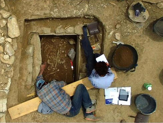 The excavation of the grave at Plassi, Marathon. © Department of Archaeology and History of Art, NKUA