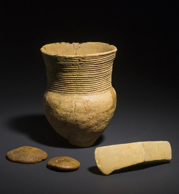 Corded ware vessel, an axe and two discs made of amber from an early male grave. Credit: Danish National Museum
