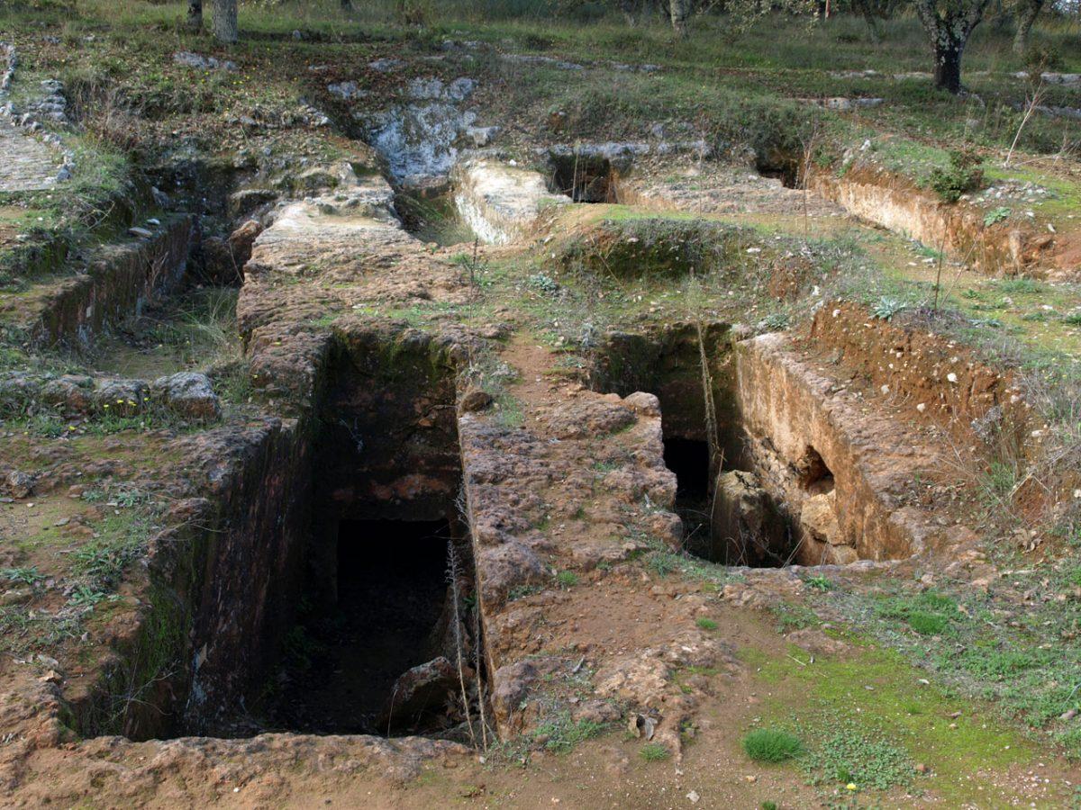 Late Minoan III cemetery of Armenoi.