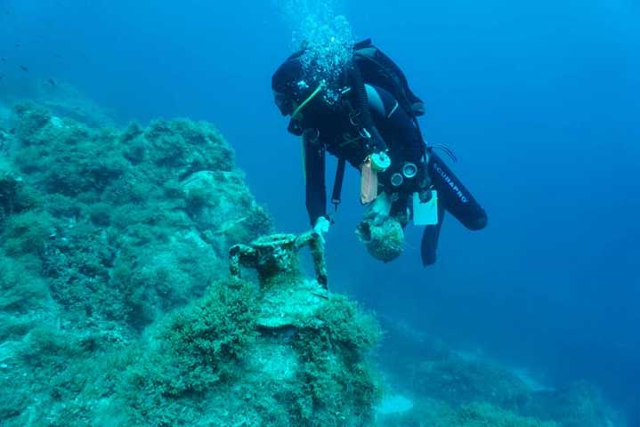 Late Hellenistic shipwreck at Fylladi Bay of Rineia. (Photo: Ministry of Culture and Sports)