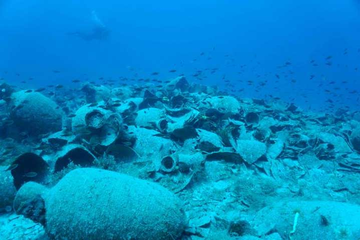 The mission also photographed and mapped the shipwreck, discovered in previous underwater surveys, at Fournoi. (Photo: Ministry of Culture and Sports)