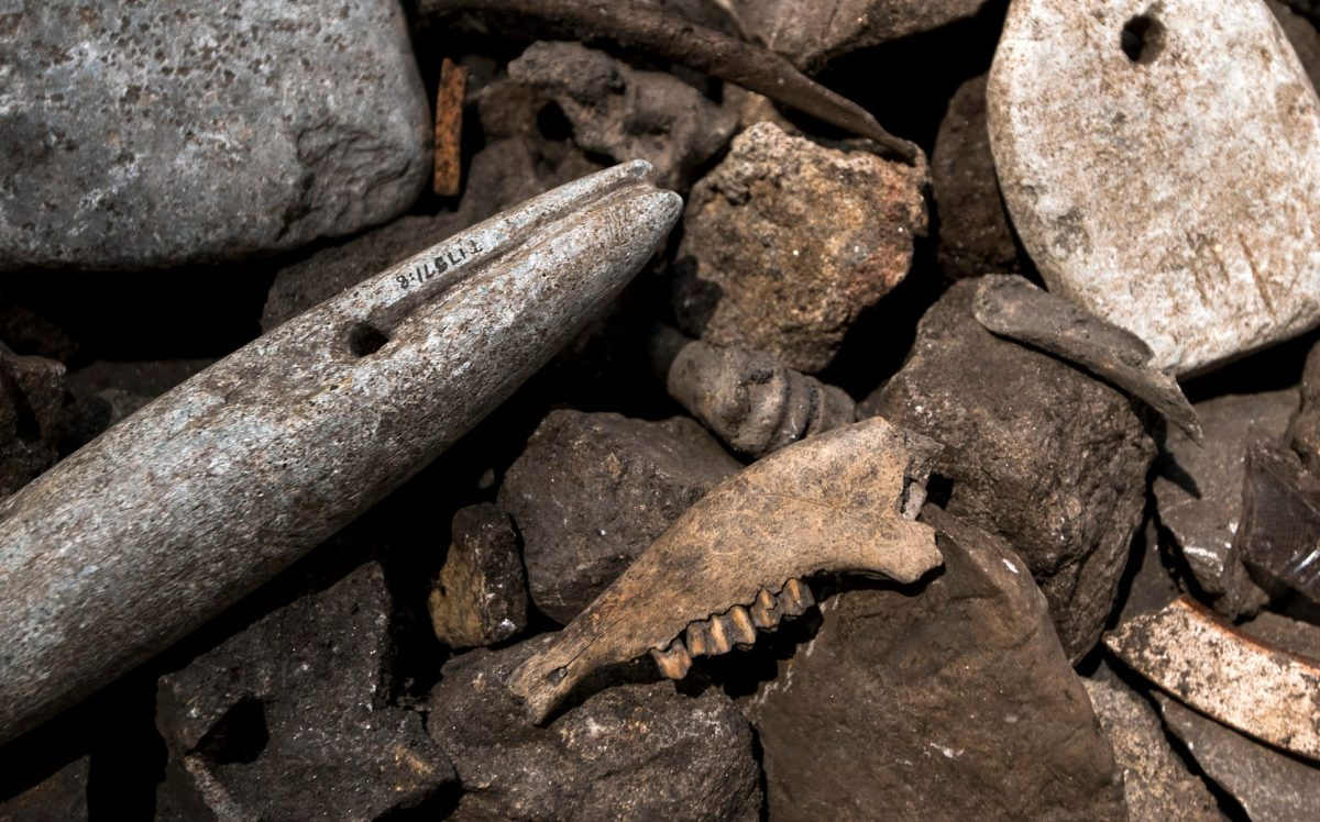 Some of the best archaeological finds come from rubbish heaps. Throughout Mid-Norway, these rubbish heaps often contain cracked stones that have been used to brew beer. Photo: Åge Hojem, NTNU University Museum