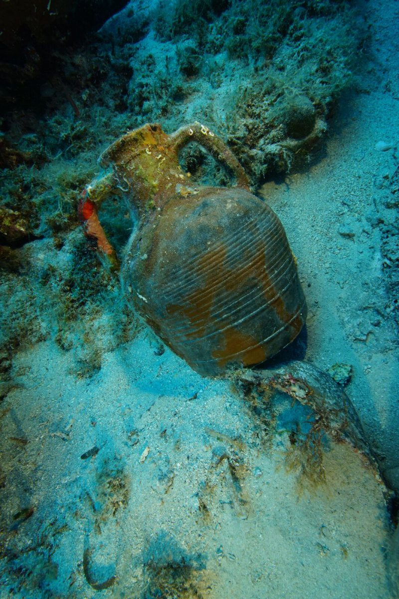 A Late Roman amphora on the seafloor. Photo by Vasilis Mentogianis. Credit: Ephorate of Underwater Antiquities-Hellenic Ministry of Culture and Sports / RPM Nautical Foundation