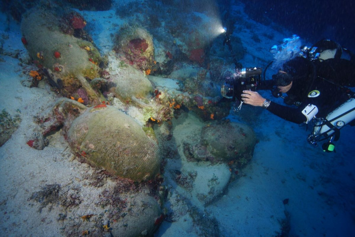 Photographing large Pontic amphoras that date to the Roman Period. Photo by Vasilis Mentogianis. Credit: Ephorate of Underwater Antiquities-Hellenic Ministry of Culture and Sports / RPM Nautical Foundation