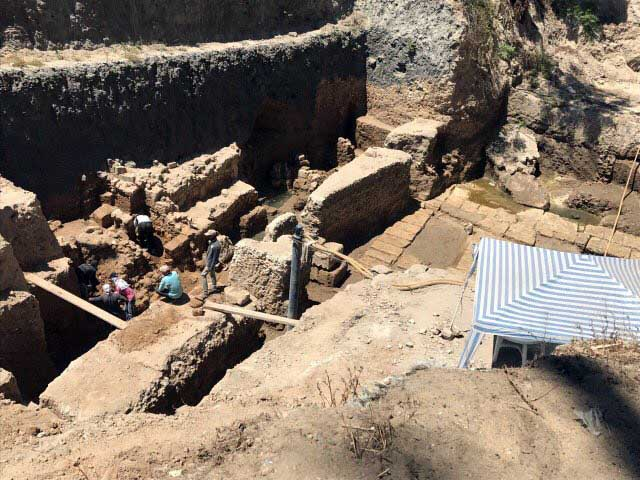 The Ptolemaic public building, where the carved tunnel has been discovered, was located in 2015 (photo: ANA/MNA).