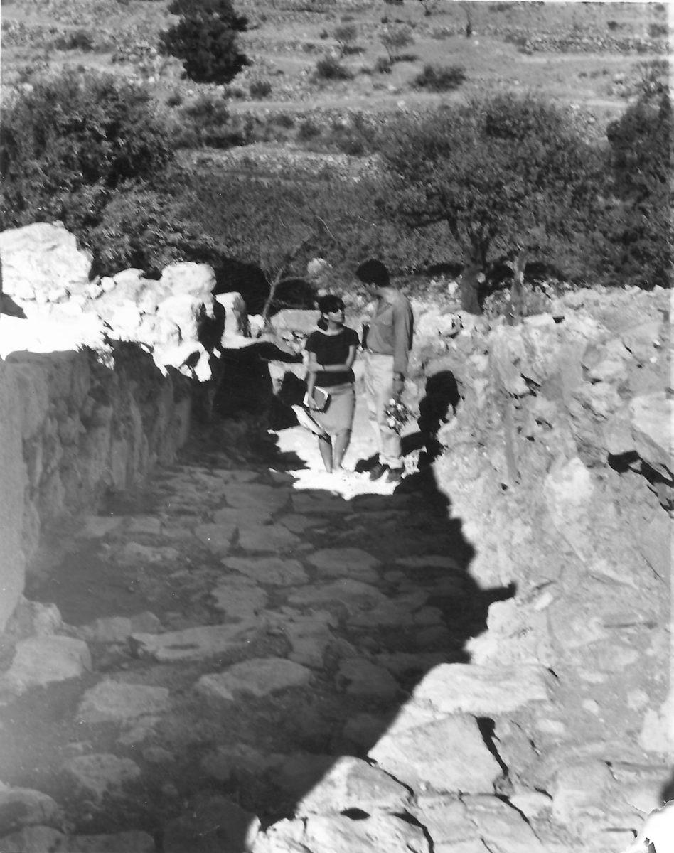 Fig. 6. The Sakellarakis couple at the excavation, Zakros, 1963.