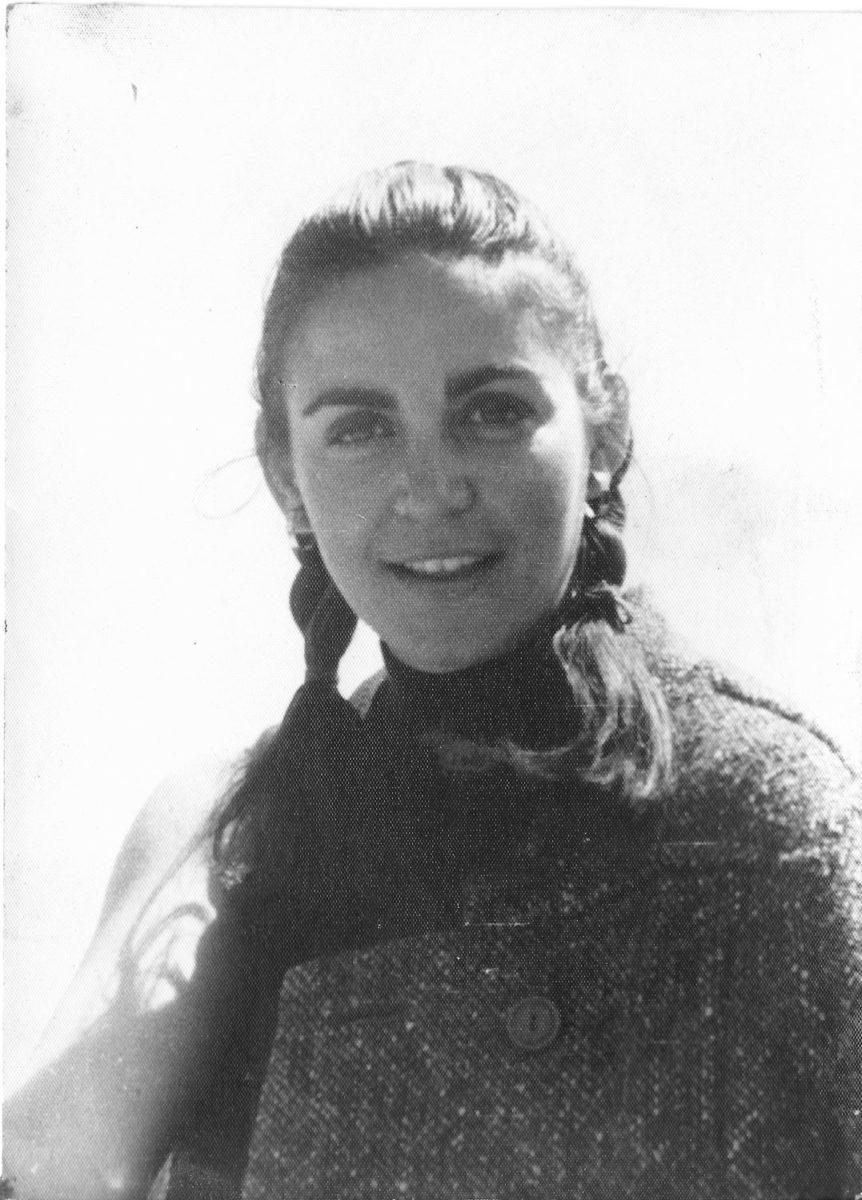 Fig. 9. Efi Sapouna-Sakellarakis, 1969. The Olympia period.
