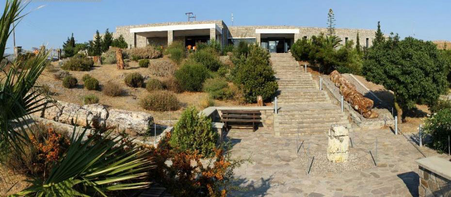 The lecture entitled 'Life round the tropical lake of Gavathas' was given on the premises of the Natural History Museum of the Lesvos Petrified Forest.