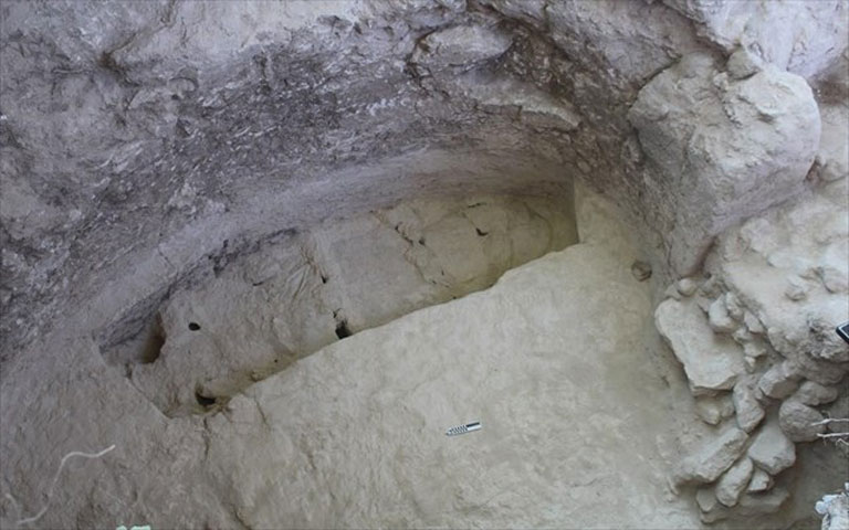 Lower cemetery. Part of the chamber of the tomb with the monumental pit and the slabstones in situ.