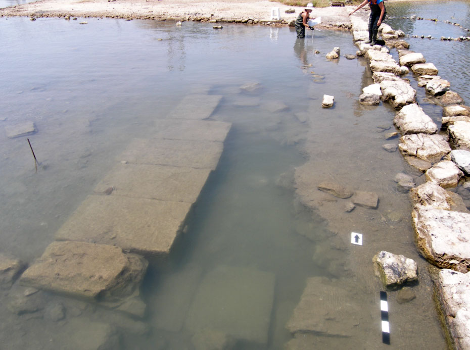 Salamis, Ambelakia bay. Submerged section of base, possibly part of a large public building (left) adjacent to the port of the ancient city of Salamis, on the bay's north side. Photo: Chr. Marabea.